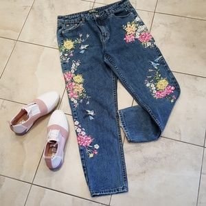 SALE: Embroidered Blue Jeans Georgous!